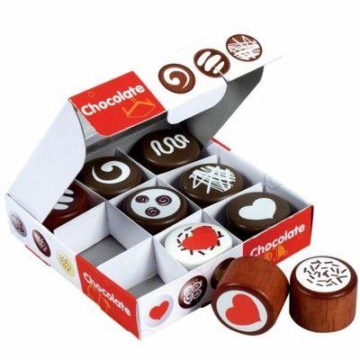 Legemad - æske med fyldt chokolade i træ